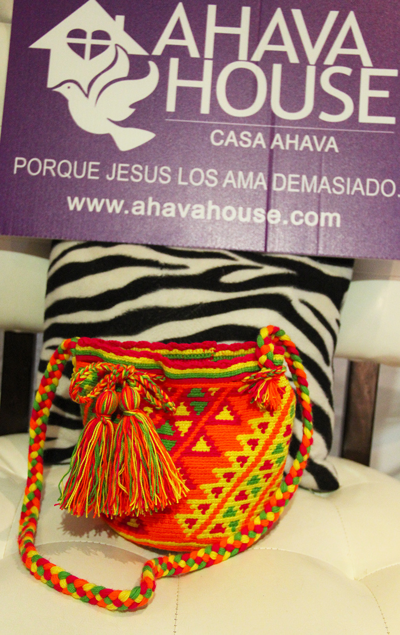 Wayuu Mini Mochila Rancheria Ipamana, Ana (Wayuunaiki for Color)